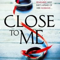 #Review: Close to Me by Amanda Reynolds @AmandaReynoldsj @Wildfirebks